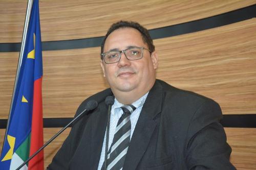 Imagem Luciano Gomes se declara favorável à guarda municipal e anuncia entrega de ambulância