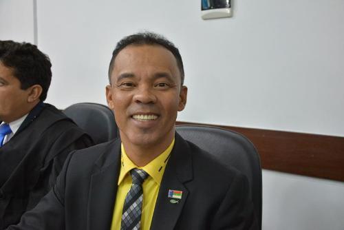 Imagem Dênis comemora emenda parlamentar utilizada na saúde do município