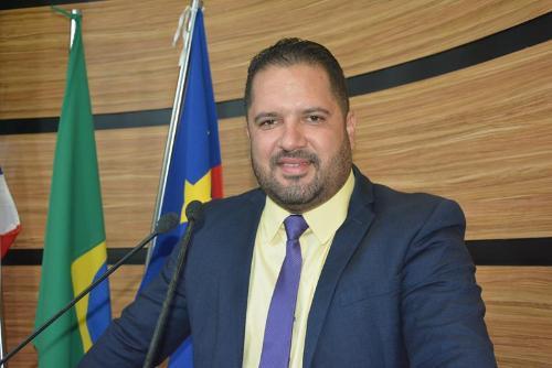 """Imagem Kiribamba critica gestão municipal: """"péssima administração"""""""