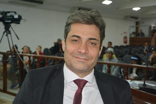Imagem Rodrigo volta a defender lei que pune quem vende combustível adulterado