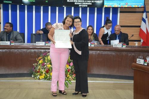Imagem Câmara concede Moção de Aplauso à diretora do Colégio Estadual Fernando Spínola