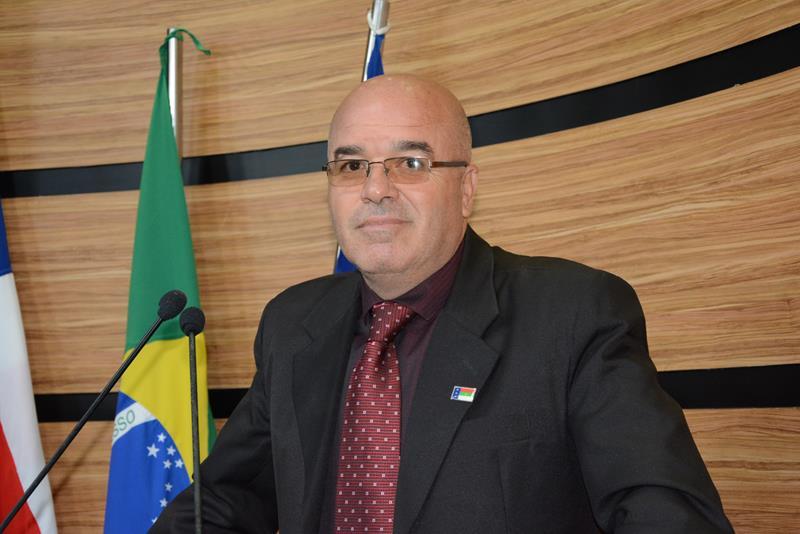 Imagem Osmário comemora cobertura de escola, rede de energia e reforma de posto de saúde na zona rural