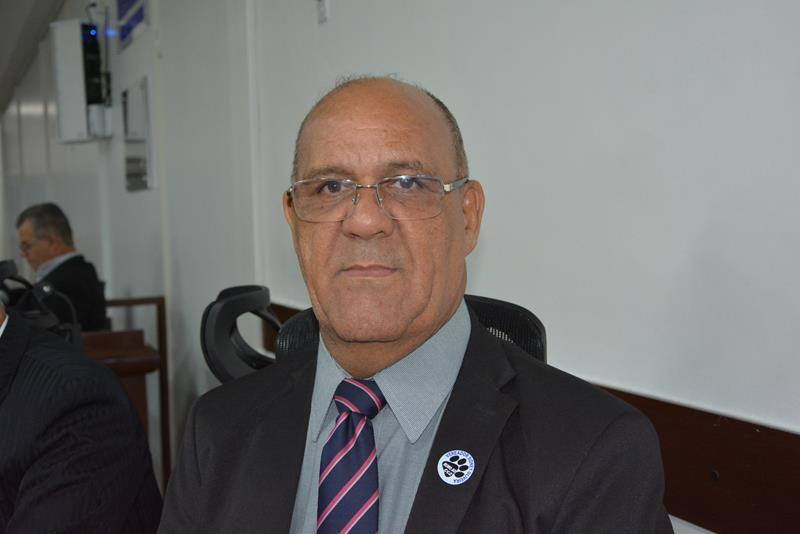 Imagem Sidney Oliveira anuncia ônibus escolar para o município