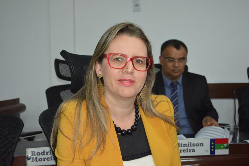 Imagem  Viviane critica pontos sobre a saúde do município em discurso de Herzem