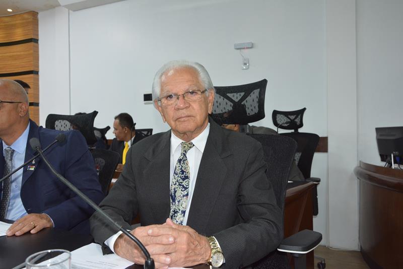 Imagem Álvaro Pithon deseja boas vindas ao vereador Gilmar Ferraz