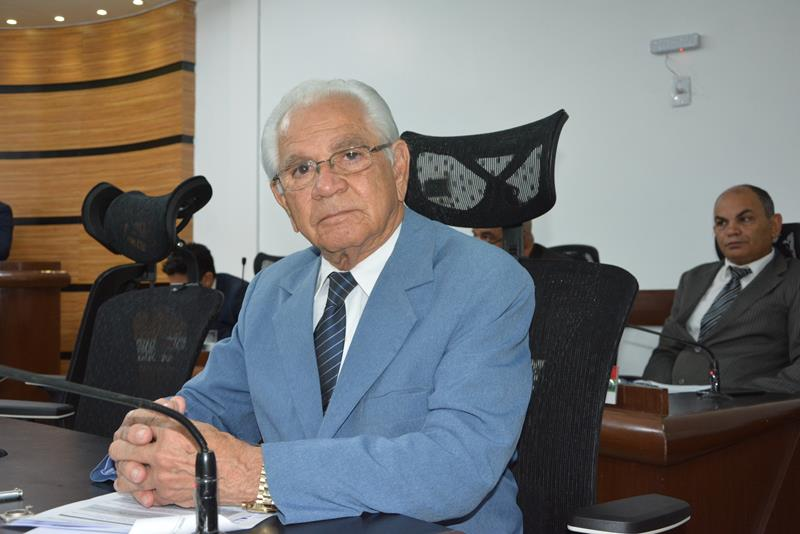 Imagem Álvaro Pithon parabeniza estudante conquistense que tirou nota mil na redação do Enem