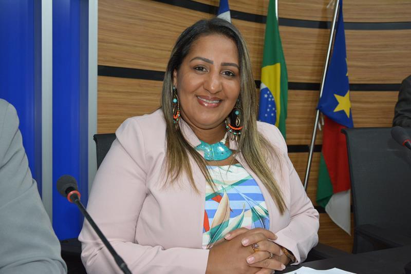 Imagem  Nildma declara solidariedade à professores grevistas e pede atenção para o número de feminicídios na Bahia