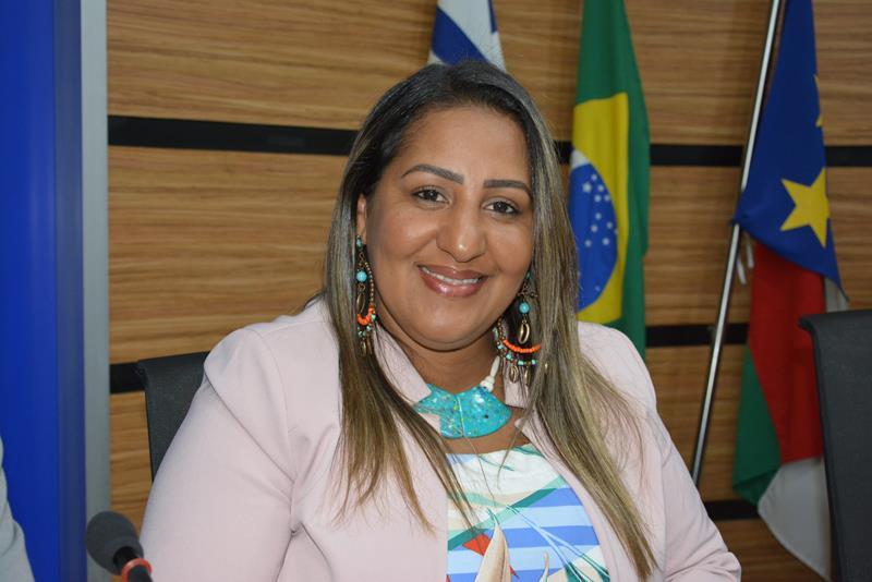 Imagem Nildma pede recapeamento da Av. Brasília e mais compromisso da prefeitura com a comunidade