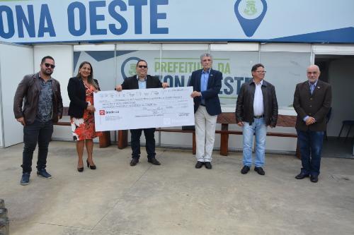 Imagem Câmara entrega cheque de mais de R$ 300 mil à Prefeitura para combate ao coronavírus