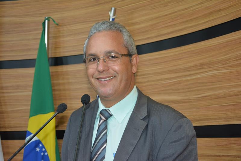 Imagem Professor Cori alerta: novo contrato sem licitação entre Prefeitura e Viação Rosa causa prejuízos aos cofres públicos