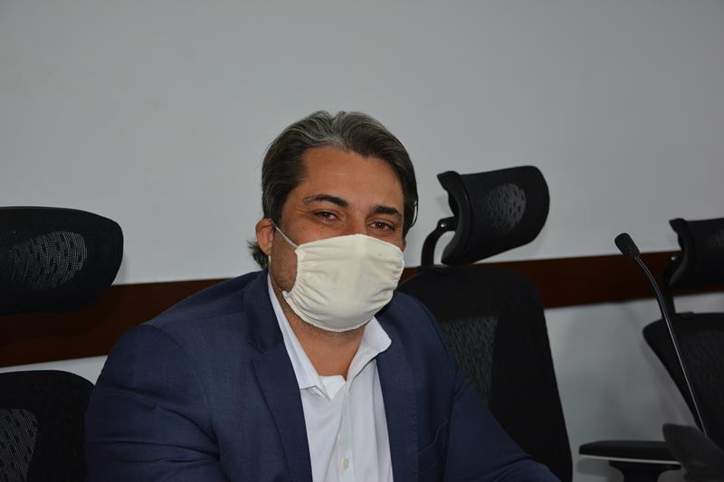 Imagem Rodrigo Moreira presta contas do mandato e agradece deputado Ronaldo Carletto