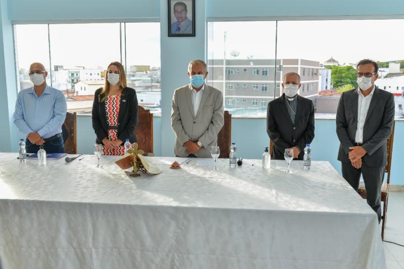 Imagem Câmara participa da solenidade de posse da nova diretoria da Santa Casa de Misericórdia