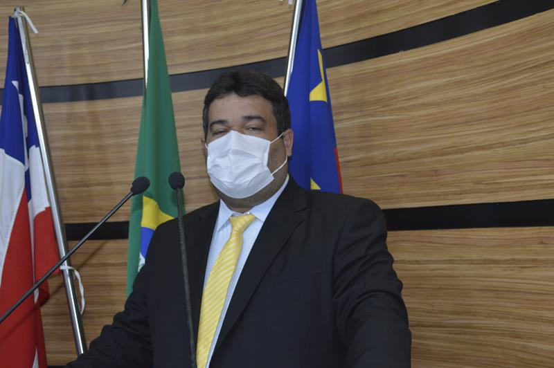 Imagem Ivan Cordeiro critica precarização do trabalho dos médicos na Bahia