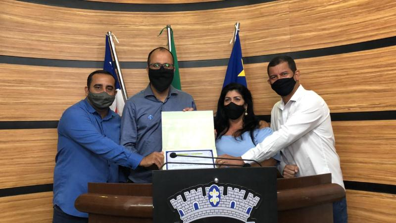 Imagem Câmara entrega Moção de Aplauso à coordenadora de Abastecimento de Água do município