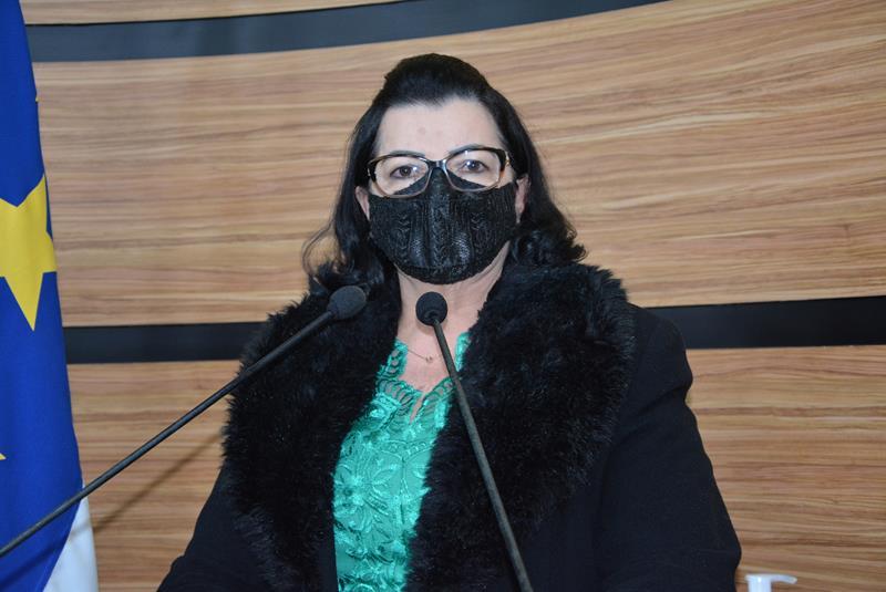 Imagem Lúcia Rocha comemora início do segundo semestre e anuncia obras na feira do Vila América