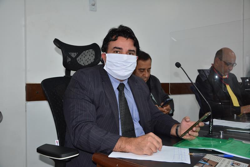 Imagem Vereador questiona dispensas de licitação feitas pelo Governo Municipal
