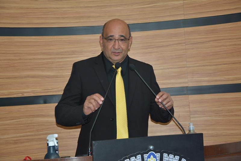 Imagem Chico Estrella diz que gostaria de fazer cobranças a Bolsonaro