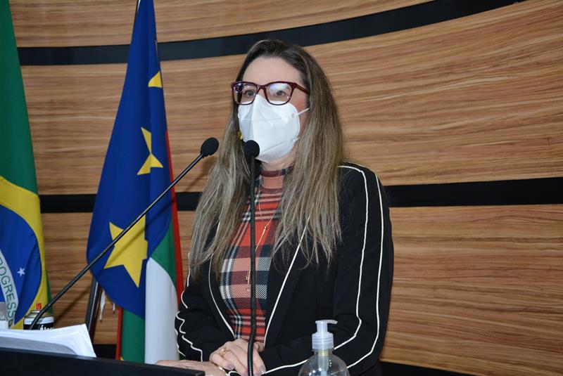 Imagem Viviane cobra respostas da Fundação Esaú Matos após irregularidades encontradas pela Sesab