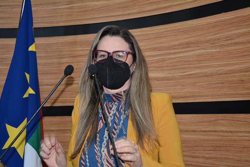 Imagem Viviane Sampaio cobra atenção à Constituição Brasileira