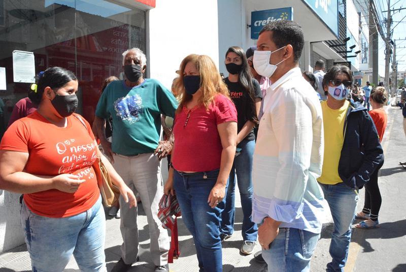 Imagem Comissão de Defesa do Consumidor fiscaliza filas e aglomerações em banco de Vitória da Conquista