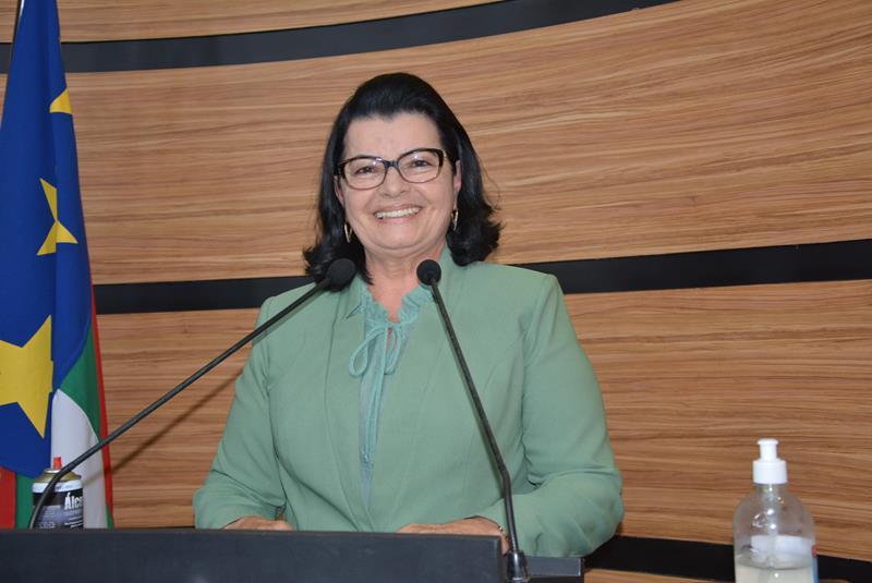 Imagem  Lúcia pede intervenção dos Governos Federal e Estadual no combate à seca em Vitória da Conquista