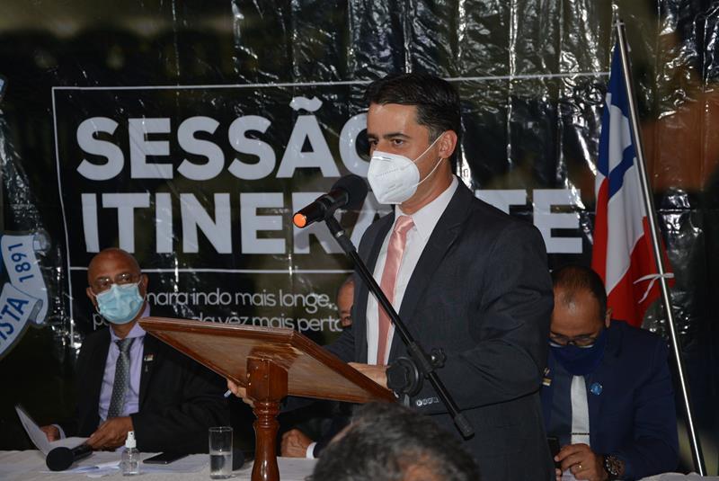 Imagem Jacaré destaca luta coletiva para execução do asfalto da estrada do Iguá