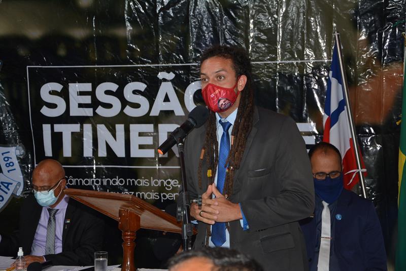 Imagem Alexandre Xandó cobra ações para atender demandas do Povoado de Furadinho
