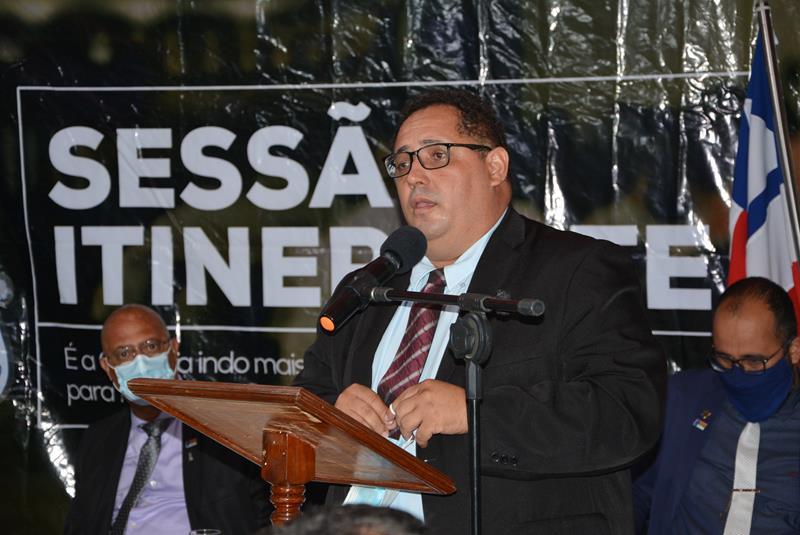 Imagem Luciano destaca empenho do seu mandato na pavimentação da estrada do Iguá e em outras obras do distrito