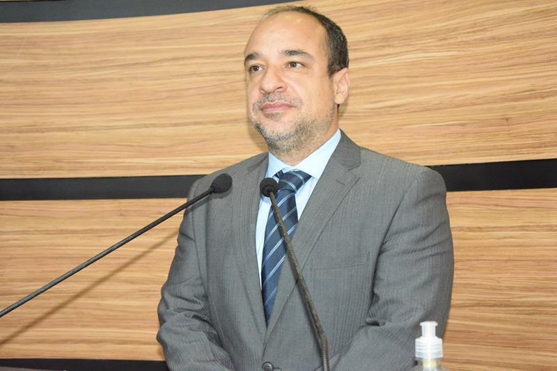 Imagem Delegado Marcus Vinicius anuncia reforma de escolas e creches em Conquista
