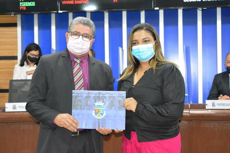 Imagem Câmara homenageia Cristiane Santana por programa da TV Uesb