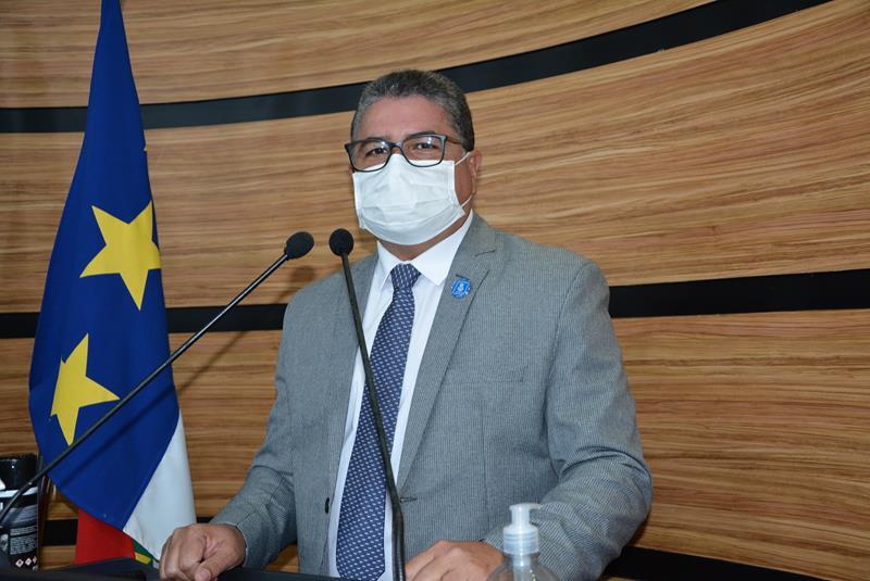 """Imagem Nildo Freitas fiscaliza instalação de dispensadores de álcool em gel nos veículos do transporte coletivo: """"60% da frota já cumpre os requisitos"""""""