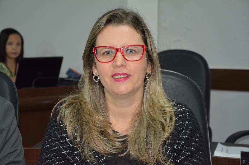 Imagem Viviane Sampaio aponta erros do governo Herzem Gusmão