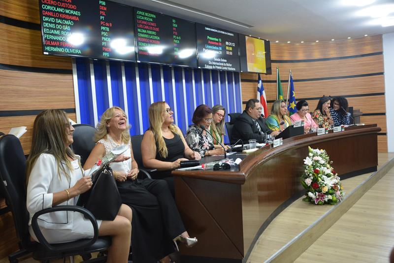 Imagem Câmara realiza mais uma edição do Diploma Loreta Valadares
