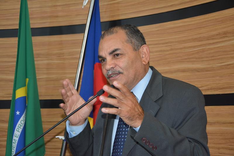 Imagem Bibia anuncia poços artesianos para zona rural e comenta disputa presidencial