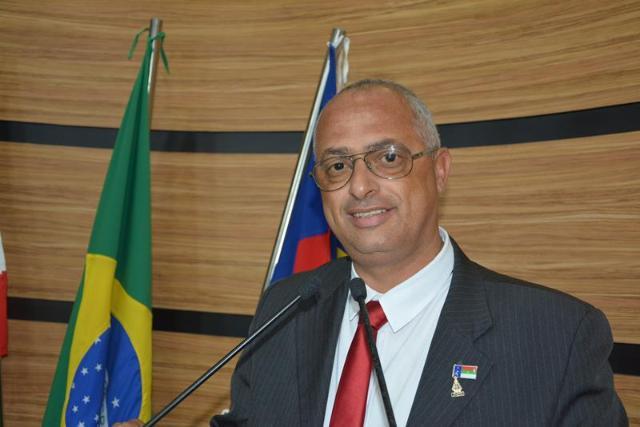 Imagem Dudé prevê que ações do Governo Municipal trarão crescimento e defende entrega de título a ACM Neto