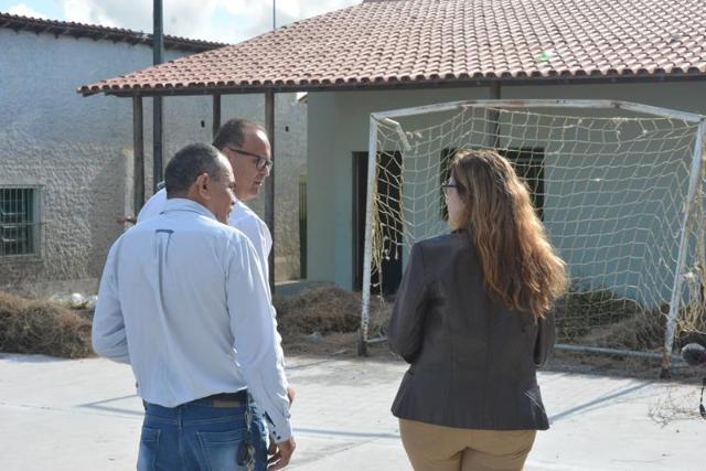 Imagem Após denúncia, Comissão de Educação verifica condições da Escola Municipal Cláudio Manoel da Costa