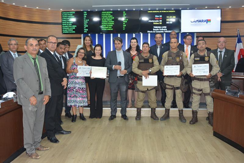 Imagem Câmara faz homenagem a campanha do HEMOBA em parceria com a Polícia Militar que arrecadou 130 bolsas de sangue