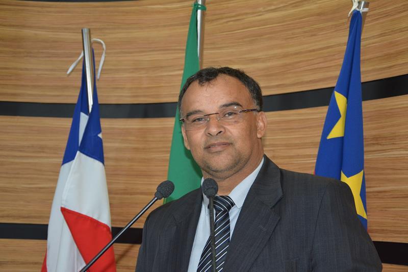 Imagem Adinilson Pereira pede que prefeitura atenda os vereadores de forma igual, independente de partido político